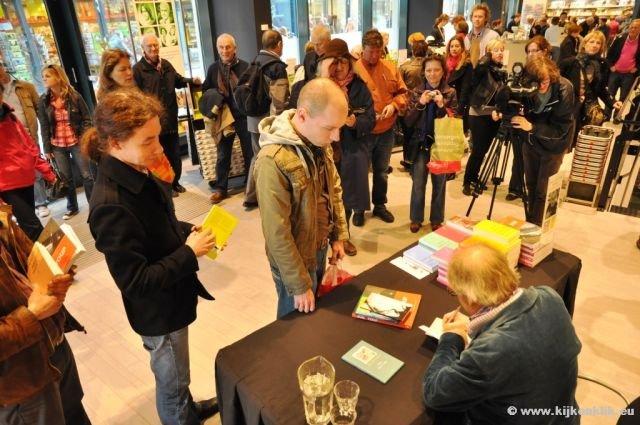 10 April 2010 Youp Van T Hek Signeert Zijn Boeken In